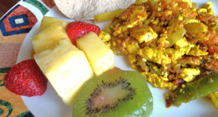 Delicious breakfast - Scrambled eggs, kiwi, pineapples & strawberry!